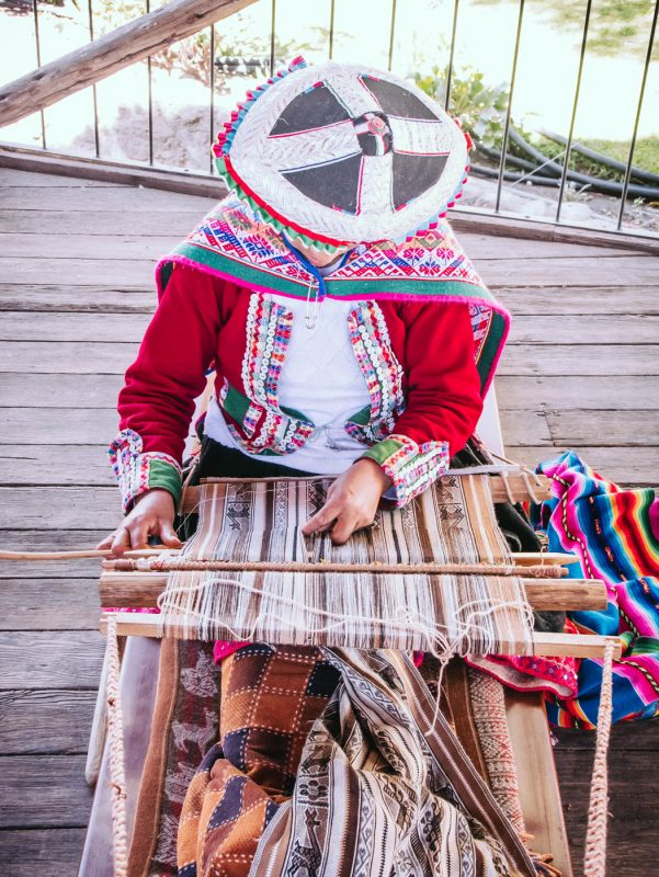 Peruvian Lady Weaving Mundo Alpaca